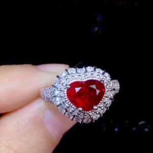 缅甸红宝石戒指,红宝石艳如烈火