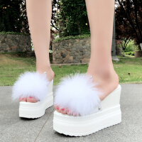 厚底增高毛毛鞋高跟坡跟拖鞋夏季防水�_厚底松糕�~嘴�鲂��仍龈呙�毛女鞋 TBP