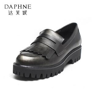 【双十一狂欢购 1件3折】Daphne/达芙妮 秋季厚底松糕鞋时尚平跟流苏单鞋女