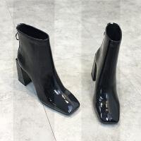 欧洲站2018秋冬新款女靴真皮漆皮粗跟高跟女短靴后拉链方头马丁靴SN9466 黑色 绒里