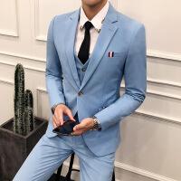 西�b男套�b2018新款�W生潮流男士演出青年�Y婚新郎西服三件套修身
