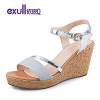 依思q凉鞋女夏季新款时尚防水台坡跟一字扣高跟凉鞋