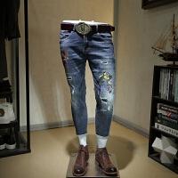 男生牛仔裤韩版潮流男个性破洞补丁男士印花韩版修身小脚显瘦裤子 蓝色
