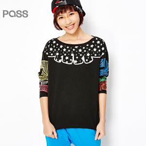 【不退不换】PASS女装春装新款 时尚拼接印花图案黑色长袖宽松微一字领T恤6610111018