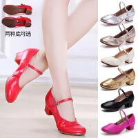 夏季广场舞鞋子女新款软底红色跳舞鞋中跟演出四季交谊舞蹈鞋