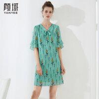 颜域品牌女装2018夏季装新款时尚印花飘带喇叭袖V领蝴蝶结连衣裙