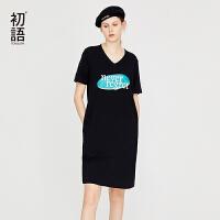初语2018夏季新款 V领开衩短袖裙子女字母印花H型中长款连衣裙