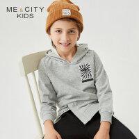 【1件2.5折到手价:53.8】米喜迪mecity童装春新款男童前下摆单叉印花外套连帽卫衣