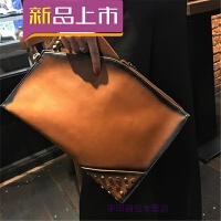 手包女新款手拿包个性复古信封包时尚铆钉单肩斜挎包女iPad包 土黄