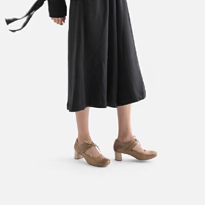 青婉田高跟粗跟单鞋女2018春季新款个性系带手工鞋子真皮复古方头尺码正常,脚感舒适,头层牛皮