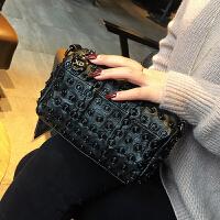 真皮女包韩版2018新款女式单肩包铆钉小包羊皮拼接链条包女斜挎包SN8982 黑色