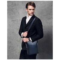 时尚商务男包单肩包新款男士斜挎包包休闲户外斜跨背包竖款皮包
