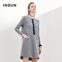 INSUN/恩裳时尚宽松圆领撞色纽扣100%羊毛灰色毛织衫连衣裙女