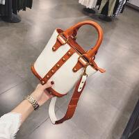 时尚包包女新款女包小包斜挎包女单肩包铆钉水桶包撞色手提包