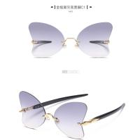 抖音同款蝴蝶型太阳镜女潮网红珍珠装饰墨镜圆脸无框透明平光眼镜