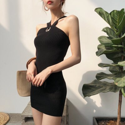 201809041152429462018韩版时尚气质名媛金属圈挂脖露肩无袖针织连衣裙打底短裙女潮  均码 发货周期:一般在付款后2-90天左右发货,具体发货时间请以与客服协商的时间为准