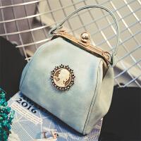 小包包新款女包复古徽章贝壳包时尚潮流单肩包休闲手提斜挎包