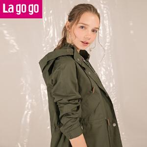 【清仓3折价209.7】Lagogo2019年春装新款军绿色刺绣印花连帽风衣外套女长袖中长款