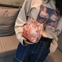 链条包女2018秋季新款潮丝绒铆钉水桶包韩版单肩斜挎女包