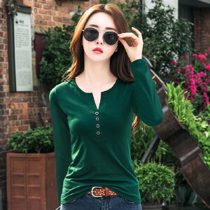 秋季衣服女新款长袖小心机V领上衣绿色韩版百搭显瘦打底t恤衫