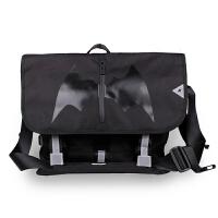 单肩包男休闲斜挎包蝙蝠邮差包时尚个性韩版包包男士单肩包 黑色