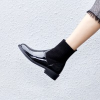 漆皮短靴女秋冬2019新款加绒平底切尔西马丁靴小跟英伦弹力袜子靴srr