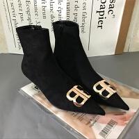 2018秋冬新款尖头细跟高跟短靴女金属扣BB字母中跟女鞋及踝马丁靴