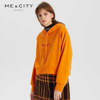 【2件1.5折价:74.9,可叠券】MECITY女装时髦丝绒感落肩字母印花卫衣