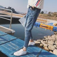 2018夏季新款浅色百搭男士牛仔裤子男韩版潮流修身小脚破洞九分裤