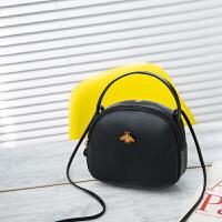 新款斜挎单肩包耳线孔成熟化妆品收纳迷你圆形手机钱包蜜蜂JK035D5-D1