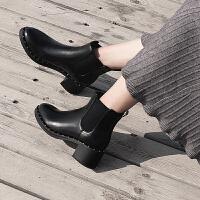 大叔家2018新款秋冬圆头铆钉粗跟皮面切尔西短靴女显瘦松紧带踝靴