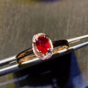 纯天然缅甸红宝石戒指,鸽血红.