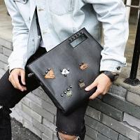 个性韩版男士手包 时尚铆钉手拿包 街头手抓包信封包单肩斜跨包潮 黑色