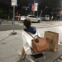 秋冬新款韩版简约双肩包女包PU女包送毛球大容量背包休闲学生书包
