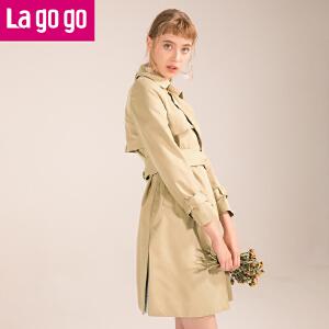 【清仓3折价209.7】Lagogo2019春季新款时尚浅驼色约克风衣港味外套复古女装中长款HAFF232M28