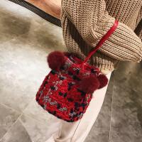 毛�毛球小包包可�凼痔岚�女小包新款秋冬季斜挎包百搭水桶包