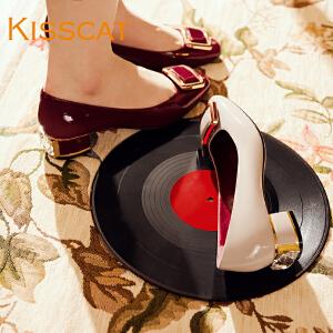 接吻猫新款女鞋时尚牛漆皮粗跟女鞋方扣低跟浅口单鞋DA76506-11