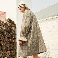 【1件3折到手价:134.7】美特斯邦威风衣女秋新款喇叭袖时尚格子西装领外套