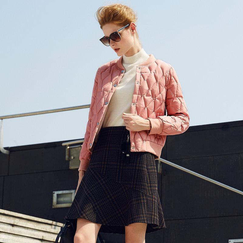 颜域品牌女装2017新款压格白鸭绒女短款棒球服加厚冬季纯色羽绒服颜色清新淡雅,不挑肤色