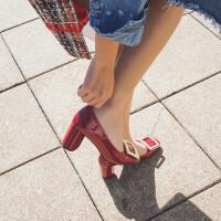 方扣粗跟高跟鞋女2018新款秋季方�^漆皮中跟�涡�新娘�t色婚鞋