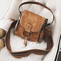 韩版复古水桶包女冬季新款潮流手提包宽肩带百搭单肩斜挎小包 棕色 预售7天