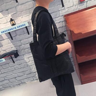 潮男单肩包水洗皮个性手提包韩版时尚手拎包软面背包休闲百搭包包 黑色 现货 发货周期:一般在付款后2-90天左右发货,具体发货时间请以与客服协商的时间为准