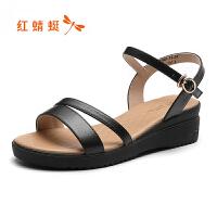 红蜻蜓女鞋夏季新款简约休闲露趾凉鞋坡跟优雅皮鞋女