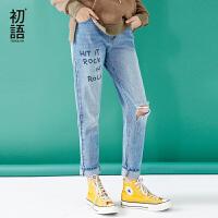 初语2018春季新款 字母破洞休闲直筒宽松牛仔裤女学院风浅色裤子