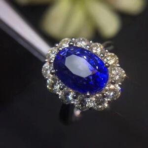 斯里兰卡蓝宝石戒指..