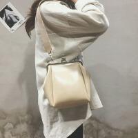 森系复古夹扣单肩斜跨包2018新款韩版文艺女包时尚纯色百搭小包包
