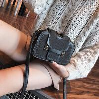 2017冬季新款潮同款单肩斜挎包三层夹扣风琴包时尚女包小方包