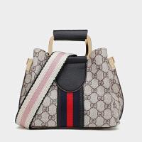 包包女2020新款时尚水桶包印花宽肩带单肩斜挎包韩版百搭手提包