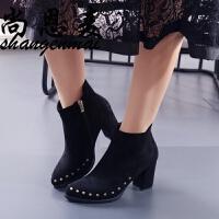 粗跟马丁靴女欧美秋春新款性感绒面尖头铆钉女靴时尚加绒高跟短靴
