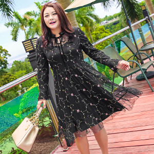 MsShe加大码秋装女胖mm2017新款显瘦网纱刺绣连衣裙M1740378